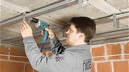 Montaż sufitu podwieszanego krok po kroku