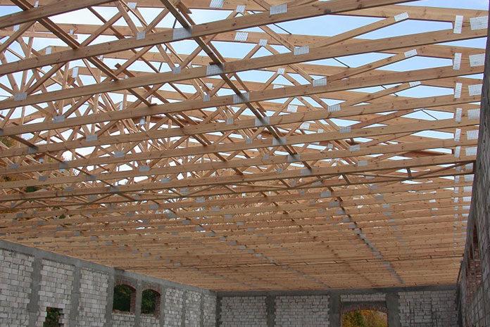 Czym są wiązary dachowe i jakie są zalety ich stosowania?