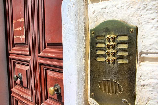 Jak wybrać odpowiedni dzwonek do drzwi?