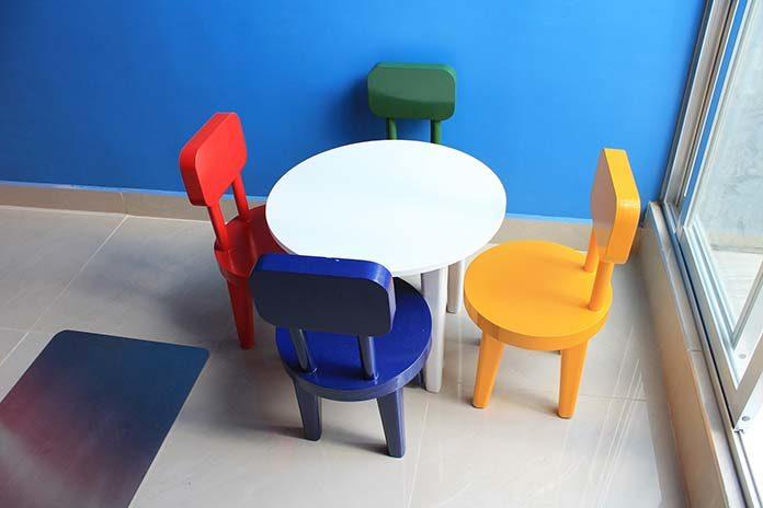 Pokój dla dzieci. Fotele, krzesła, a może pufy?