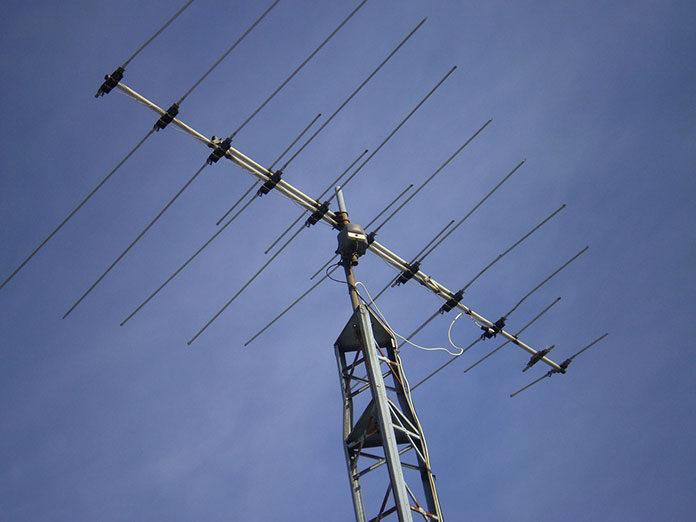 zakupić anteny i wyregulować odbiornika