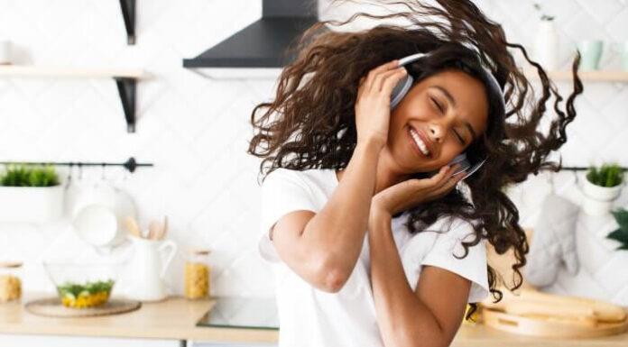 Słuchawki przewodowe czy bezprzewodowe
