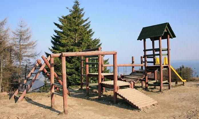 Place zabaw z bali drewnianych