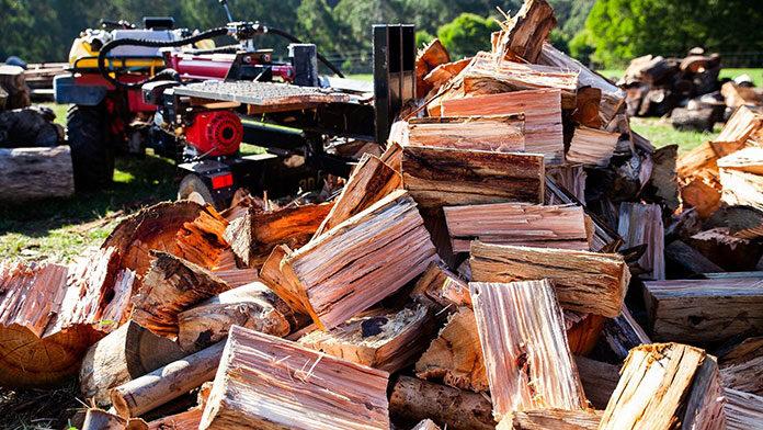 3 sytuacje, w których sprawdzi się łuparka do drewna